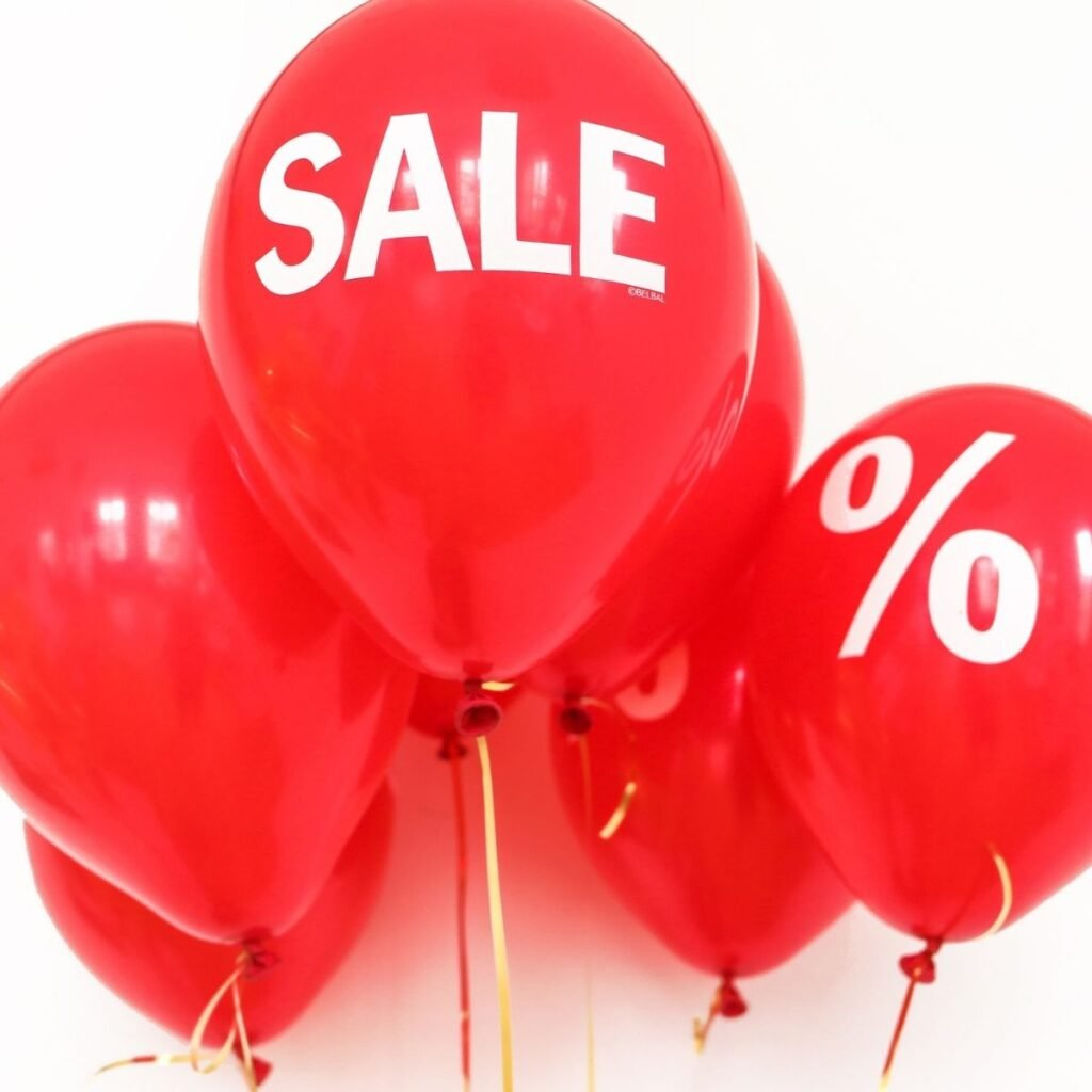 """red balloons with """"sale"""" and """"%"""" on them"""