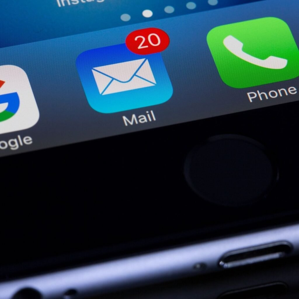 an email icon showing 20 unread messages